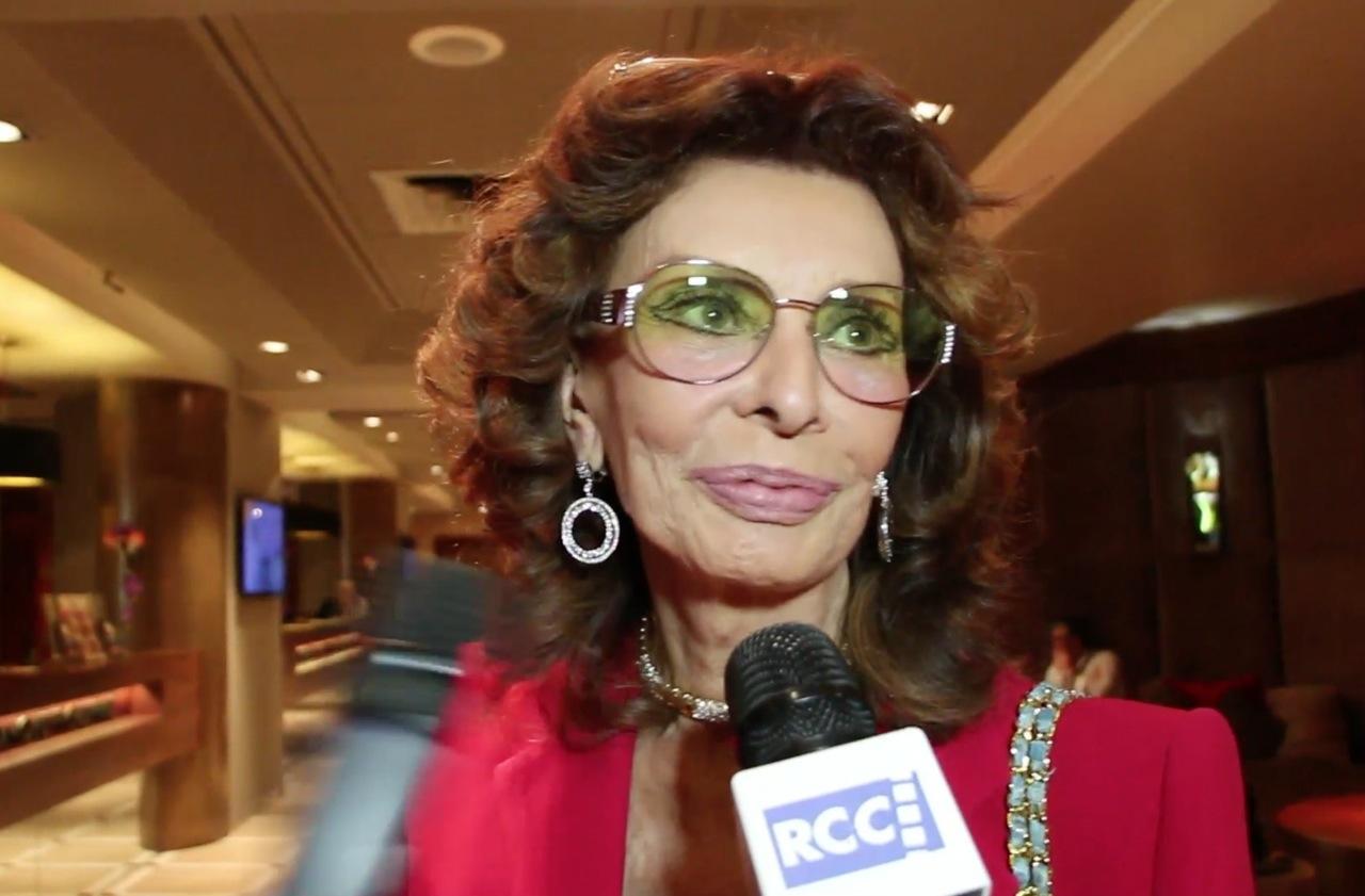 Il tappeto rosso di Cannes è tutto per 'donna Sofia'