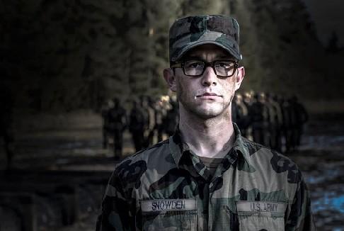 Snowden: rimandata ancora una volta l'uscita del film
