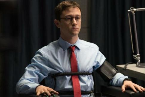 Snowden: L'eroe kafkiano di Oliver Stone