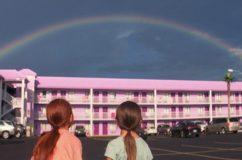 Un sogno chiamato Florida: sotto la maschera di cartapesta